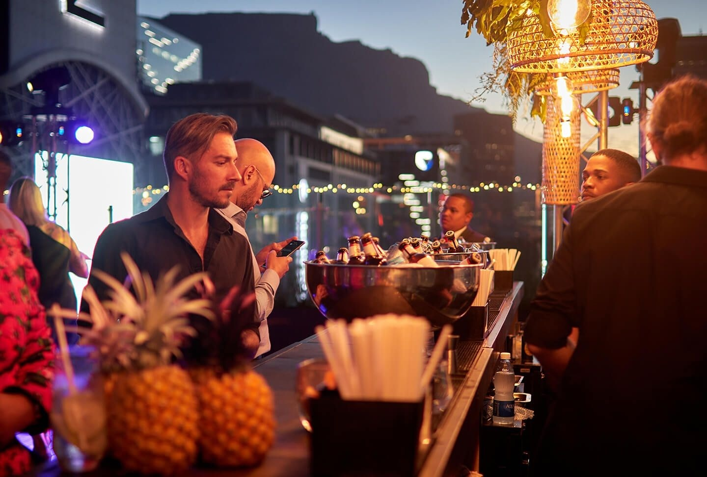 Enjoy beverages or your choice of cocktail (alcoholic or non-alcoholic) by our team of mixologists as they enjoy views of Cape Town's vibrant skyline and picturesque Table Mountain when selecting one of the Summer Nights promotion packages.